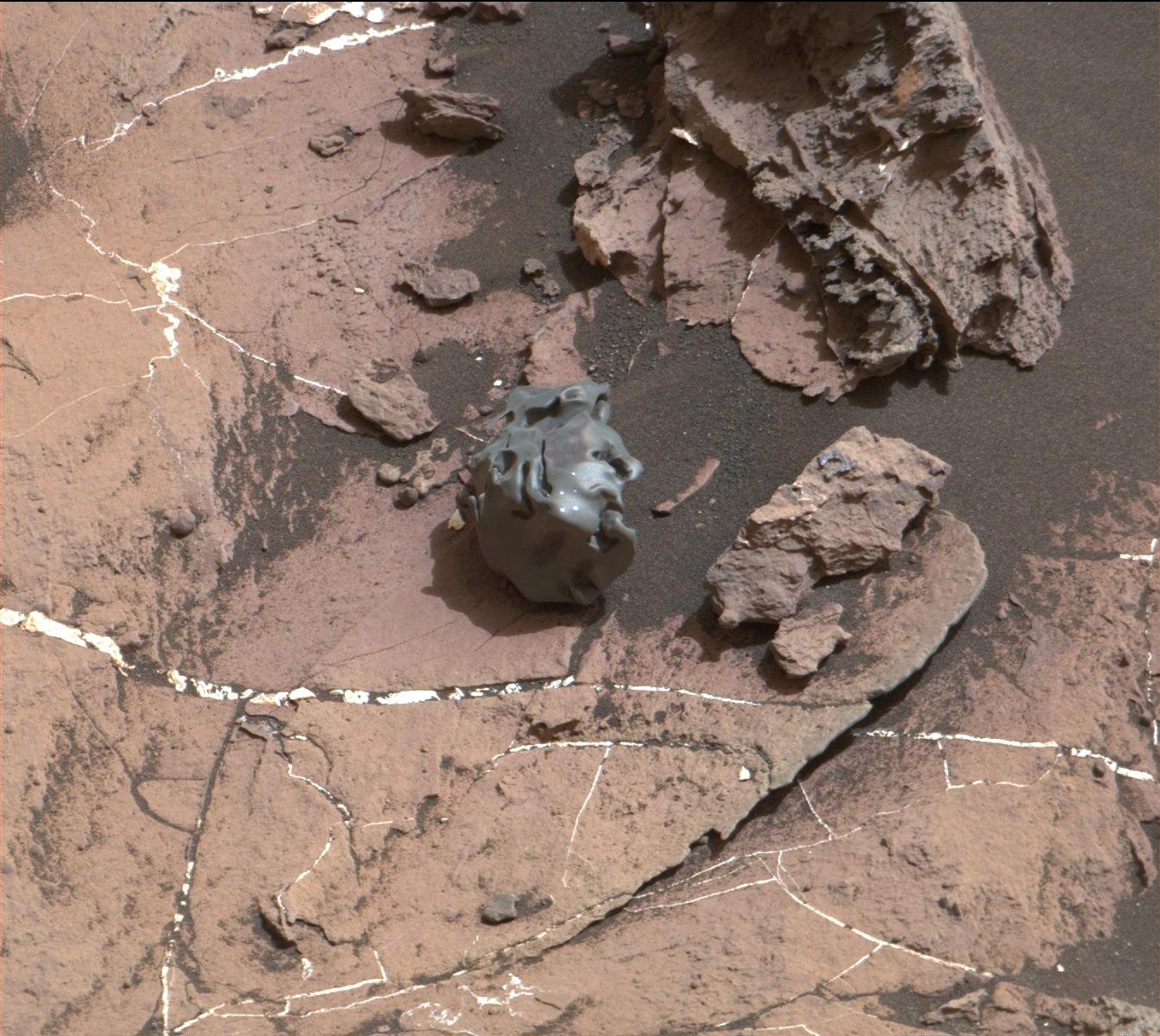 bpc_msl-curiosity-finds-meteorite-mars-pia21134.jpg