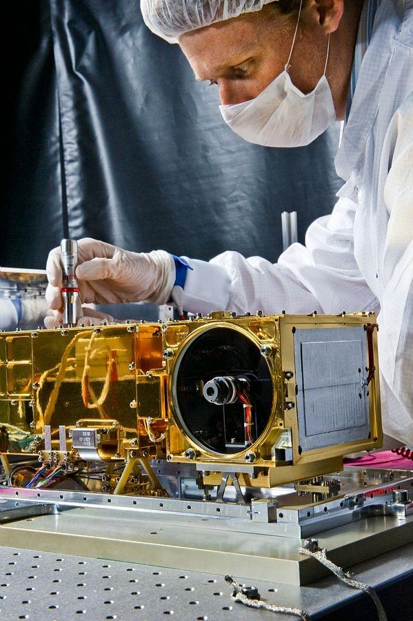 L'instrument Chemcam au Centre spatial de Toulouse. © CNES/GIRARD Sébastien, 2008